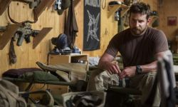 美国目前最火的电影:《美国狙击手》+《美国骗局》