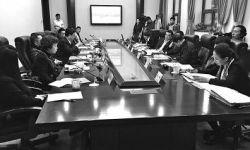 闻出版广播影视从业人员自律公约座谈会举行