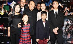 《长城》首映红毯 张艺谋携全家罕见亮相