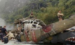 电影《金刚:骷髅岛》拍摄现场:演员假装被怪兽袭击