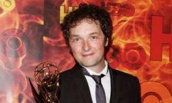 英国演员克里斯·阿迪森将执导海瑟薇版电影《偷心女骗》