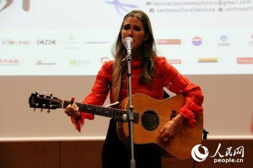 法国女歌手Joyce Jonathan演唱歌曲。王远 摄