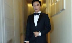 演员何中华代表《天梦》剧组亮相北影节闭幕式红毯