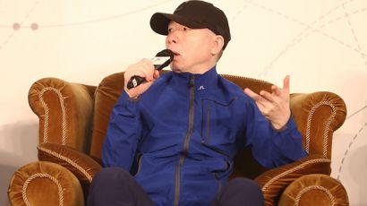 躺枪观众对冯小刚导演有话说:观众真要为烂片背锅?