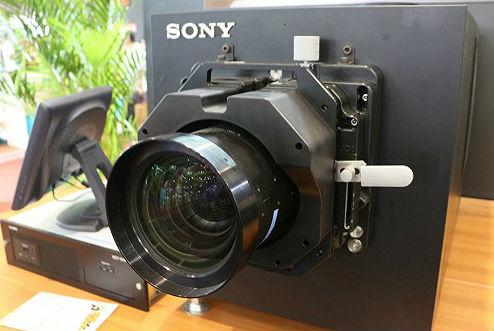 国产4K激光电影放映机发布