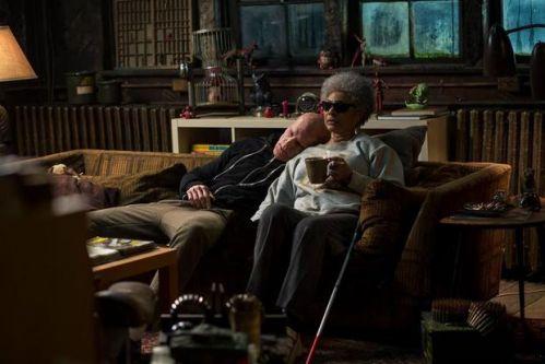 瑞安雷诺兹晒《死侍2》新片场照 与Blind Al家中秀亲密
