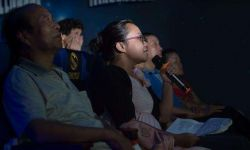 武汉女孩7年为盲人讲200余场电影
