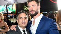 《雷神3》洛杉矶首映礼现场 锤哥绿巨人秀恩爱又搞怪
