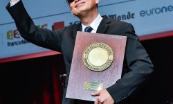 """王家卫法国获颁""""卢米埃尔大奖"""" 成为首位亚洲导演得奖者"""