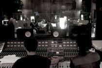 《踏血寻梅》音乐作者出新作 包办《暮光巴黎》配乐