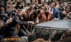 电影《金钱世界》曝出两张新海报 删掉主角凯文·史派西戏份