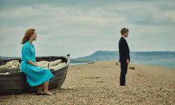 西尔莎·罗南主演新片《在切瑟尔海滩上》发预告