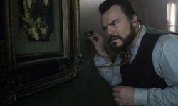 电影《墙上有一个钟的房子》首曝剧照  杰克布莱克片场挑战锤哥