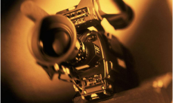 """中国电影人在电影市场上积极推动国产片""""出海"""""""