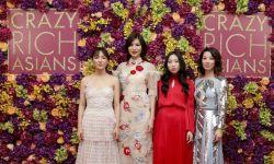 亚裔主演《摘金奇缘》伦敦首映星光足 现场花团锦族