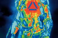 《铁血战士》宣传短片 外星科技的威力超震撼