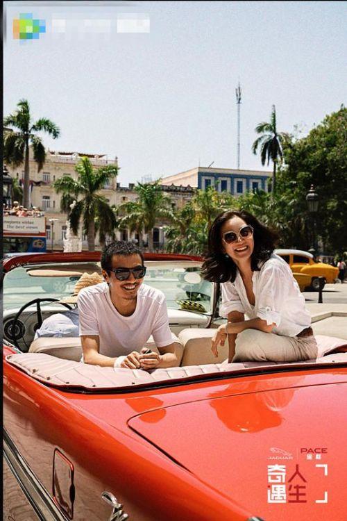 朴树阿雅出游古巴 摩托车骑行老城观光开怀大笑心情靓