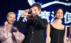 小雀斑领衔《神奇动物2》日本首映礼