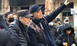 崔永元为新电影做编剧,还亲临现场忙活,认真专注获赞