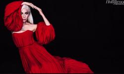 Lady Gaga露香肩亮相好莱坞颁奖季,演技与唱功获赞!