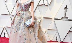 杨紫琼仙美礼裙亮相奥斯卡 深V亮片设计气质出众