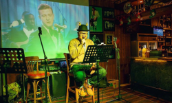 西瓜视频年度短片《向前》:世界以痛吻我 而我报之以歌