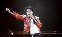 流行天王迈克尔杰克逊音乐遭多家电台禁播,全因娈童相关纪录片