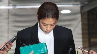 韩国艺人郑俊英出庭受审 称承认所有罪行服从判决