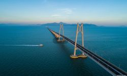 纪录电影《港珠澳大桥》走进北京语言大学