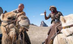 笑到停不下来!电影《勇敢者游戏2》强森与哈特骑骆驼