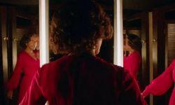 英国恐怖片《织物》发布首款预告 一条红色长裙引发的血案