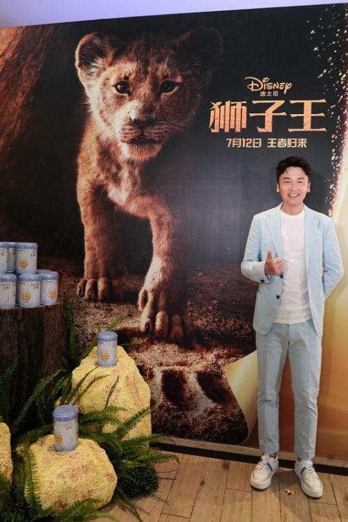 奶爸雷佳音亮相蓝钻启赋《狮子王》放映礼,赞成科学营养育儿