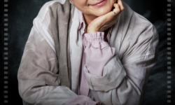"""73岁郑佩佩再现江湖 应约移动电影院""""特约场""""治愈万千国人"""