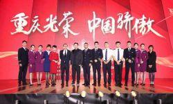 致敬民航英雄,《中国机长》首创万米高空首映礼
