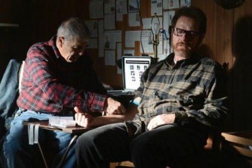 《绝命毒师》第五季中罗伯特·福斯特扮演的角色帮老白逃亡
