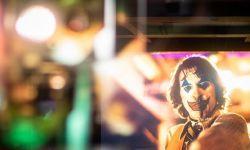 大银幕看小丑苦难成长,《小丑》发布70MM胶片剧照