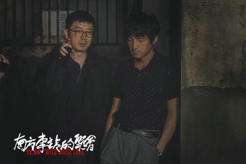 导演刁亦男给胡歌讲戏
