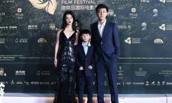 姐弟海边团聚  《少年与海》剧组参加海南岛国际电影节红毯