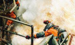 电影《紧急救援》发布守护主题海报 救援小队争分夺秒保卫海上安全