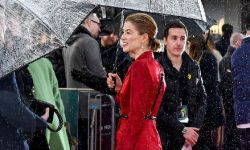 裴淳华一袭红衣亮相《放射性物质》首映礼 3月20日英国上映