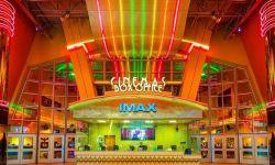 美国媒体发起调研:38%美国人支持暂关电影院