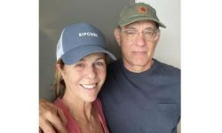 汤姆·汉克斯分享与妻子近照:会照顾好彼此