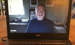 新冠疫情之下,导演大卫·芬奇为学生远程上网课
