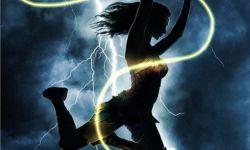 DC超级英雄电影《神奇女侠2》曝艺术海报,加朵帅气亮相