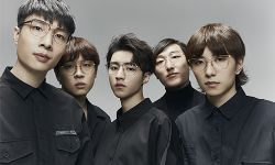 王俊凯邀王北车等乐队成员登《NYLON尼龙》五月刊 少年感十足