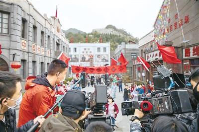 20多个剧组有序开机,横店影视产业正在走向复苏,东阳市财政拿出1000万元