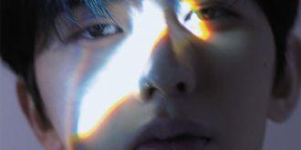 蔡徐坤三棱鏡光效封面大片發布,滿滿少年感!