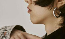 新生代演员王悦伊为《时尚COSMO》拍摄了一组个性十足的时装大片