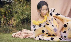 刘亦菲和《花木兰》导演妮基·卡罗登上最新一期《好莱坞报道者》杂志封面