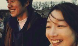 周冬雨+刘昊然!《平原上的摩西》杀青海报藏玄机